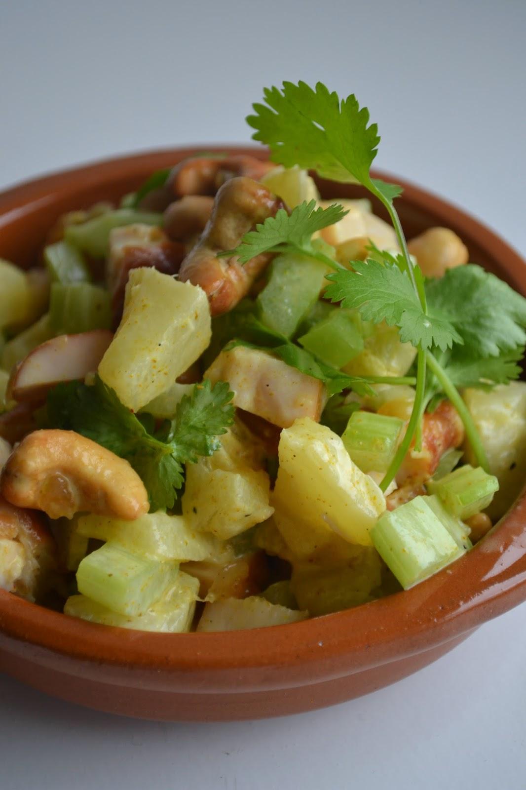 eet lekker salade met gerookte kip ananas en bleekselderij. Black Bedroom Furniture Sets. Home Design Ideas