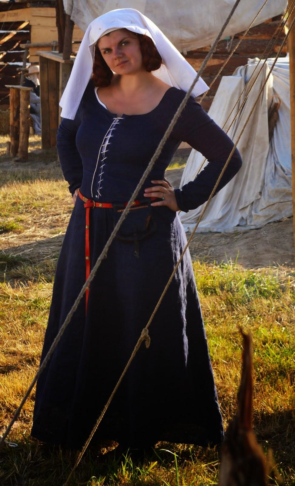 suknia spodnia z długim rękawem