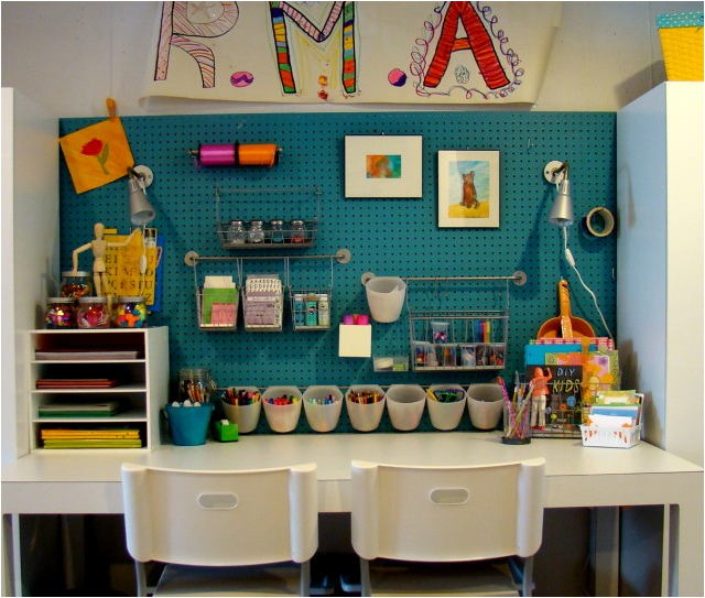 love this Teen Girls study space because of the table it really ...