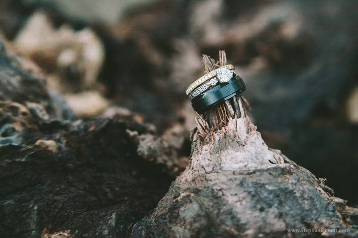 mixed-metal-wedding-rings