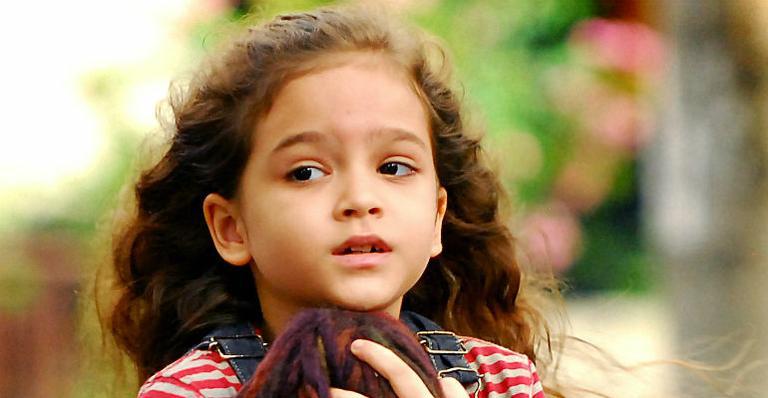 Mel Maia em cena da novela 'Avenida Brasil'