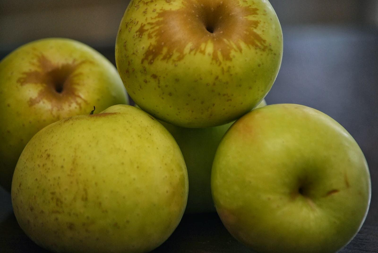 Caramel+Apple+Tarts+-+Apples+3.JPG