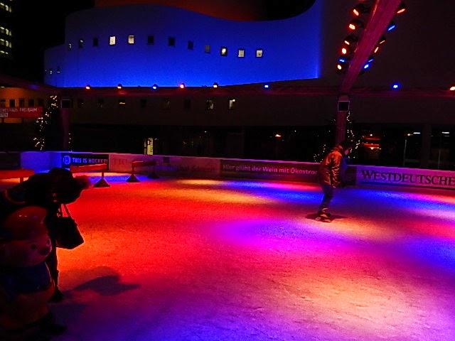 http://www.rp-online.de/nrw/staedte/duesseldorf/freizeit/weihnachtsmarkt-bietet-wintersport-aid-1.4692156