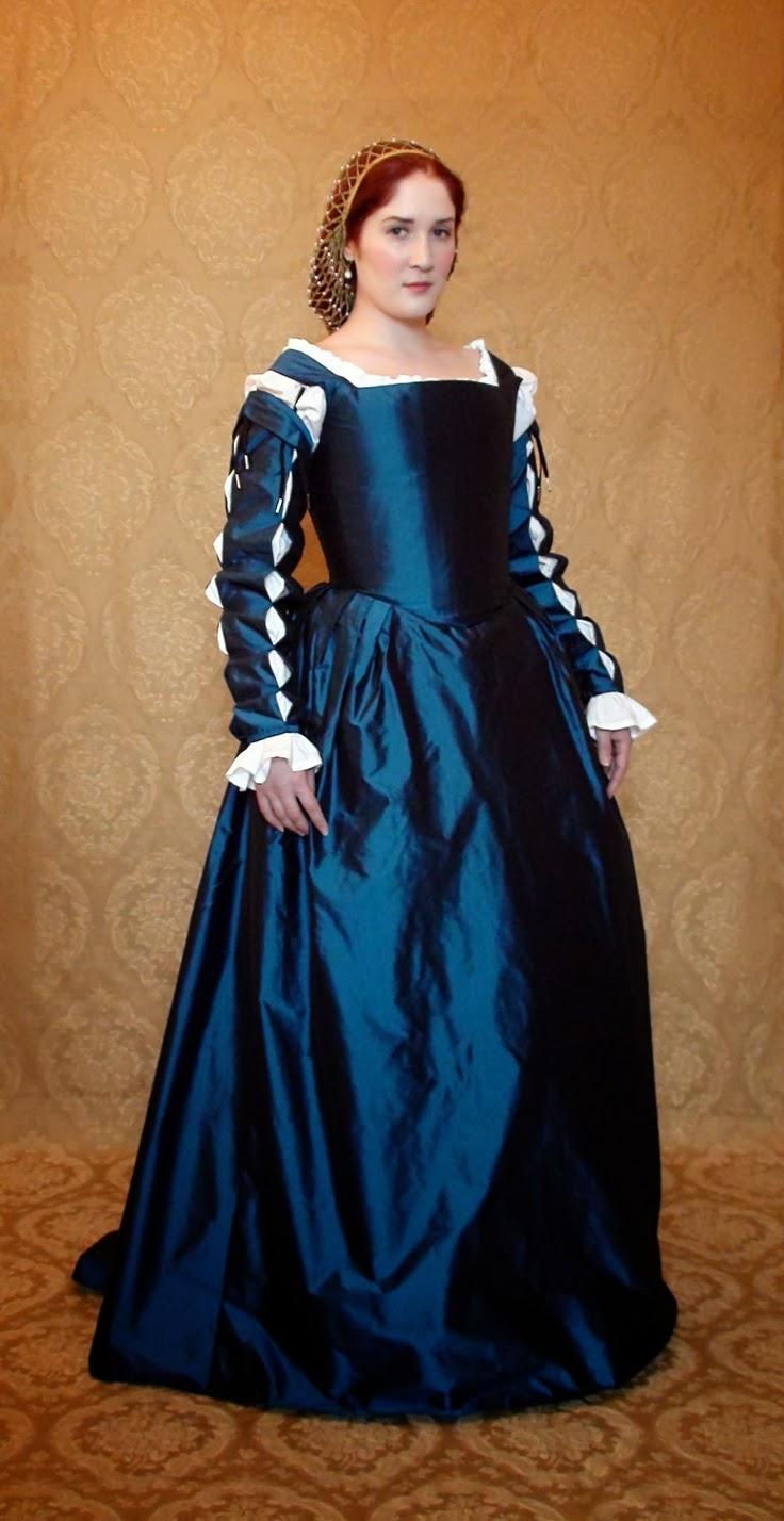 Italian renaissance fashion for women 74