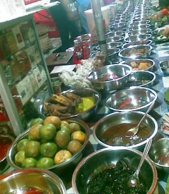 Nasi Jamblang Cirebon Banyak Malah Bingung Sandy Corat
