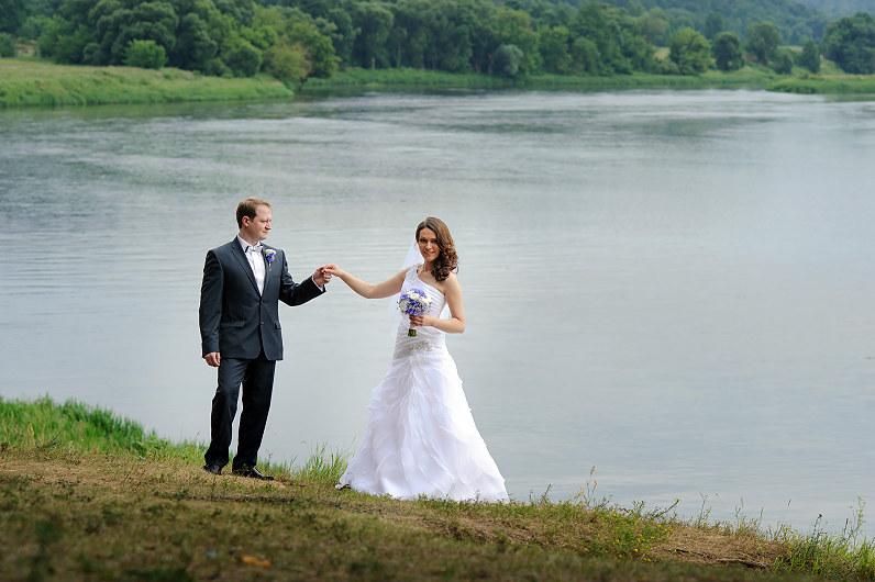 vestuvių fotosesija gamtoje prie ežero kernavėje