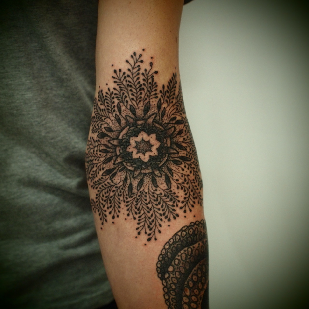 Black mandala shoulder and sleeve tattoo fresh tattoo ideas for Forearm flower tattoos
