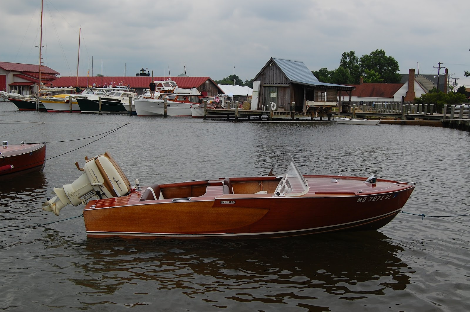 Model boat building just what are antique classic boats for Classic chris craft boats