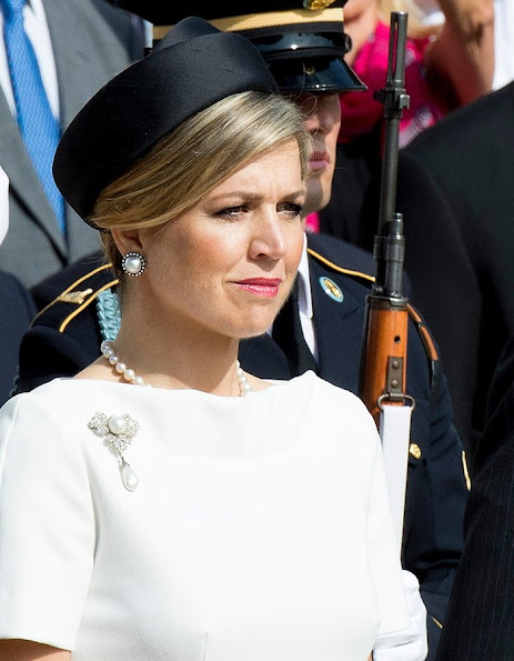King Willem-Alexander and Queen Maxima of the Netherlands placed a wreath at the Tomb of the Unknowns at Arlington National Cemetery