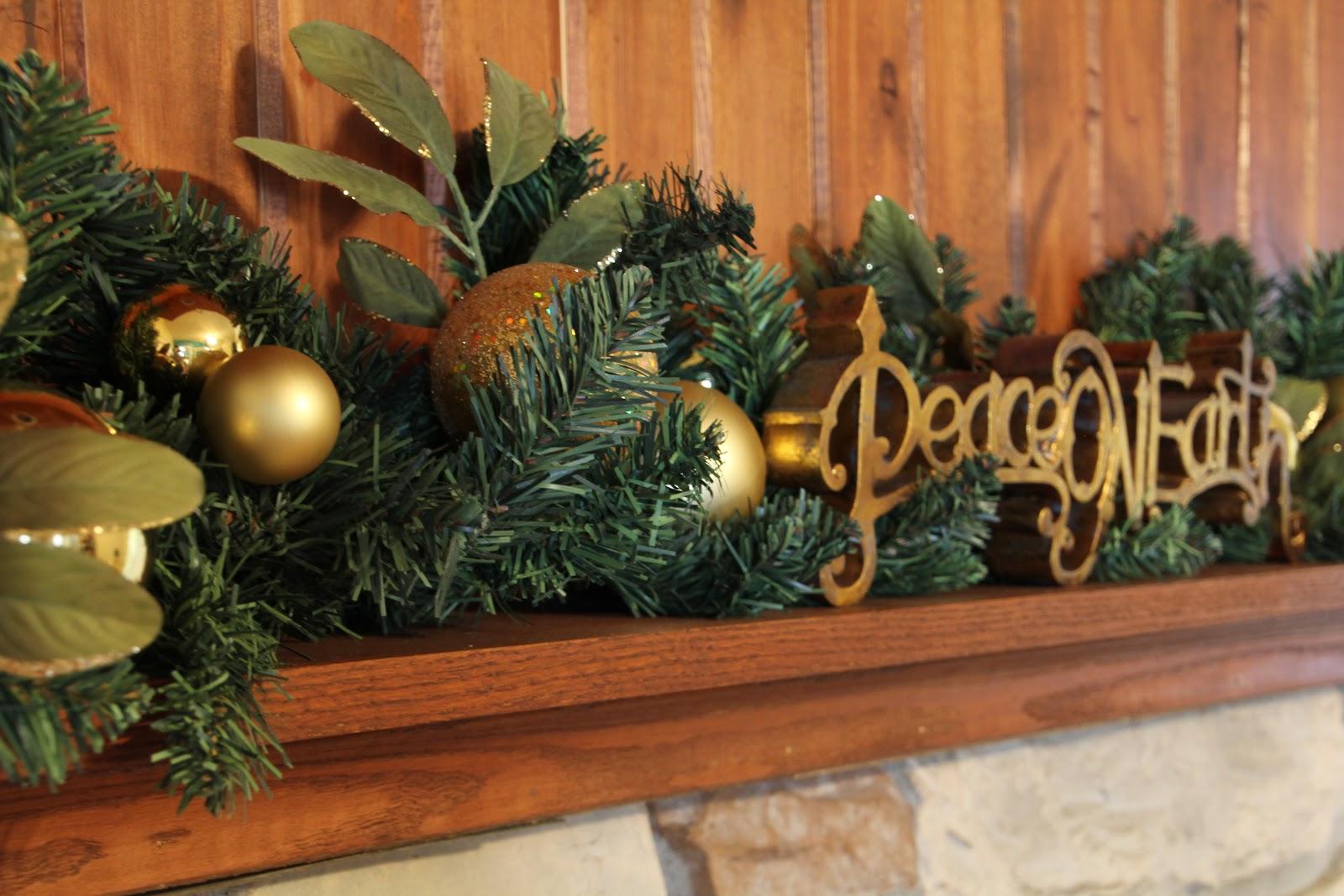 Lovely little life christmas mantel decor for Christmas garland decoration ideas