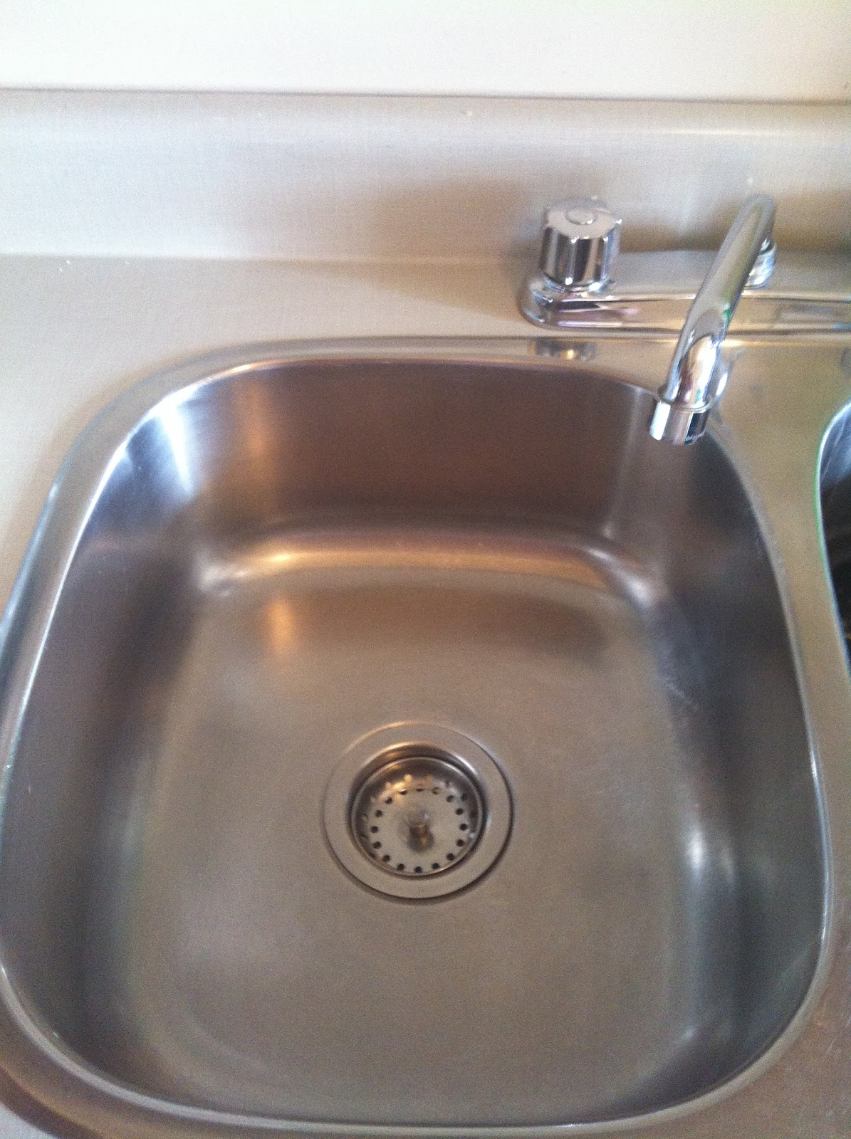 Leslie 39 s tips for life how to clean sink stains coffee for How to clean bathroom drain