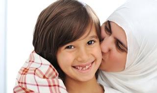 Peluklah Anak Anda Dengan Cinta
