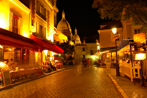 petite paris looking up and around montmartre. Black Bedroom Furniture Sets. Home Design Ideas