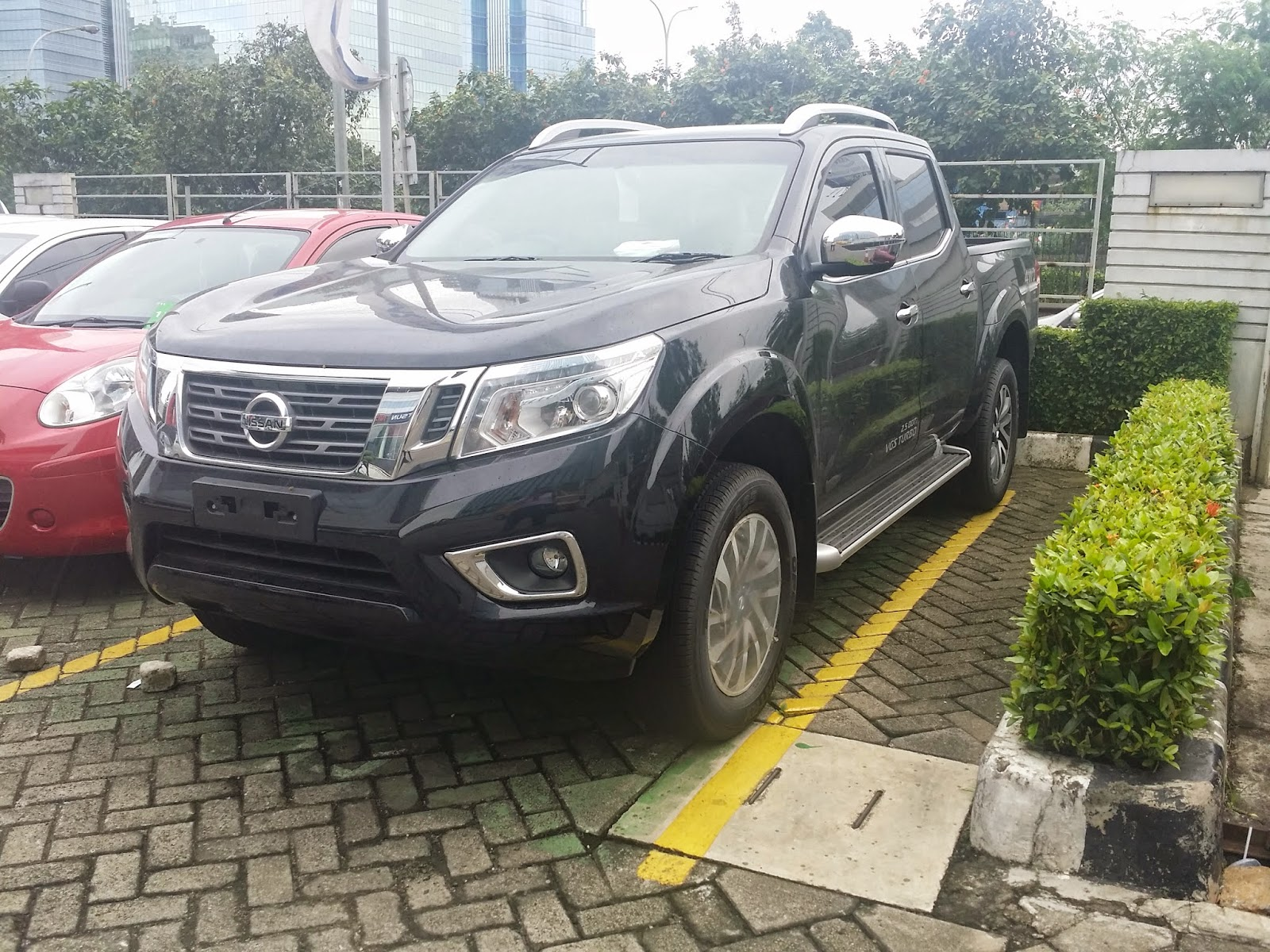 ALL NEW NISSAN NP300 NAVARA VL WARNA HITAM