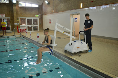 Accessible swimming hoist