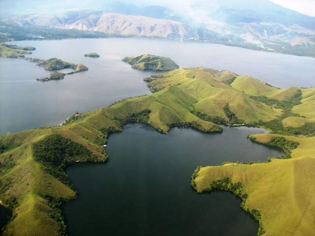 Objek wisata Danau Sentani 2