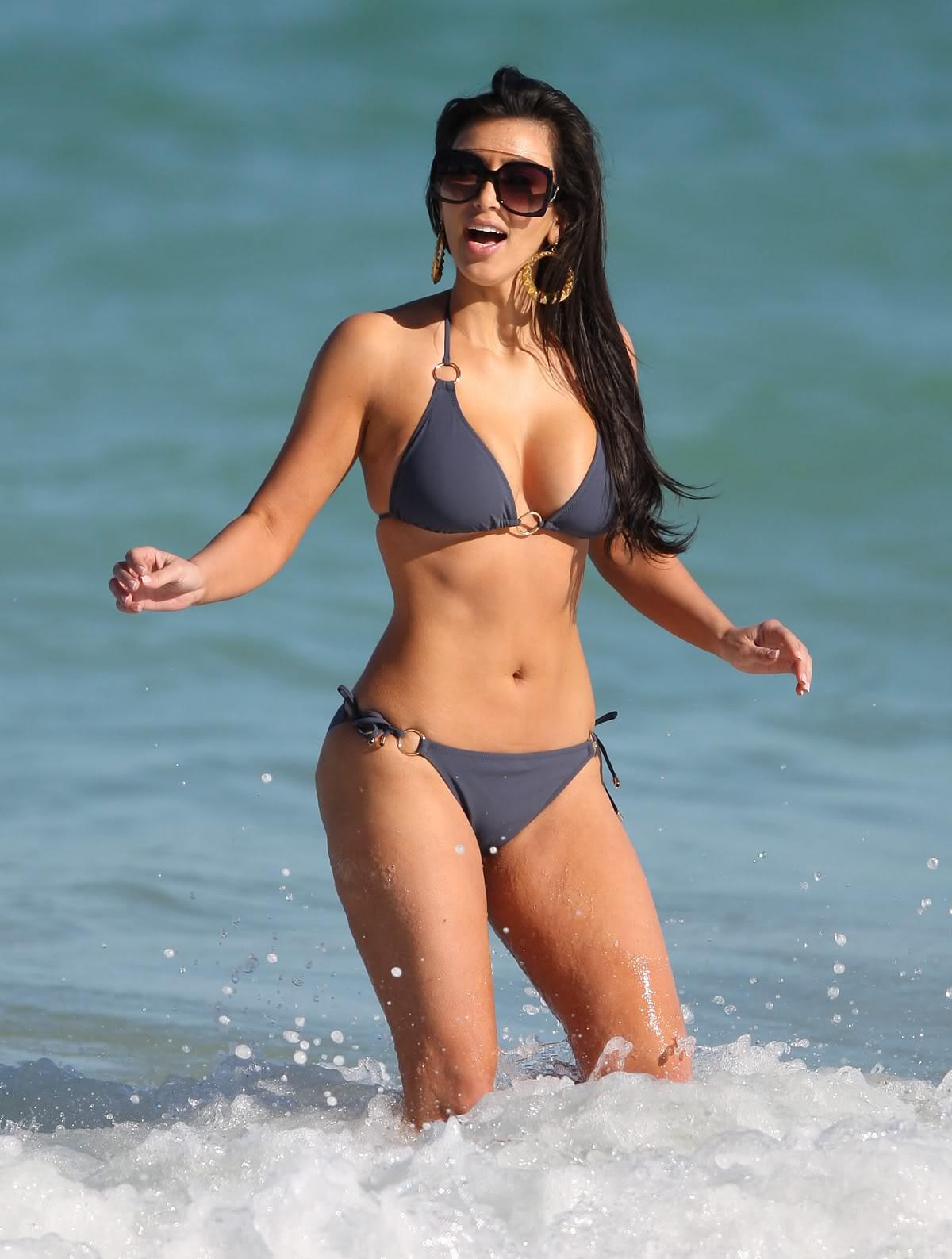 http://4.bp.blogspot.com/-hLW1YA706Ok/T5r0EK2U1JI/AAAAAAAADas/6i8s8y0MF34/s1600/kim-kardashian-bikini-1-03.jpg