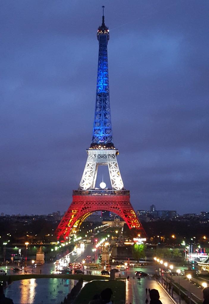 Vis ma vie paris tour eiffel bleu blanc rouge for A l interieur de la tour eiffel