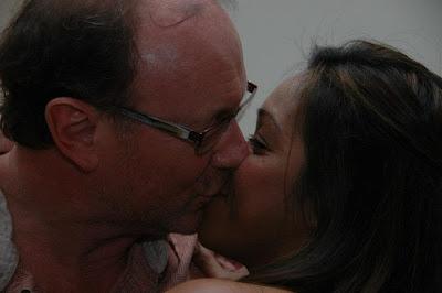 goldie harvey husband kissing new girlfriend