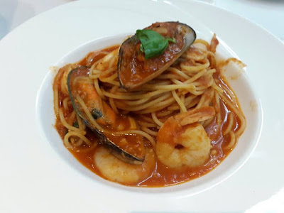 Seafood Marinara Pasta at Dazzling Cafe Singapore