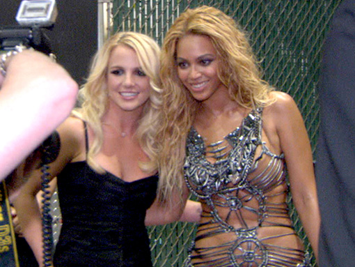 Beyonce & Britney | Backstage at the 2011 Billboard awards
