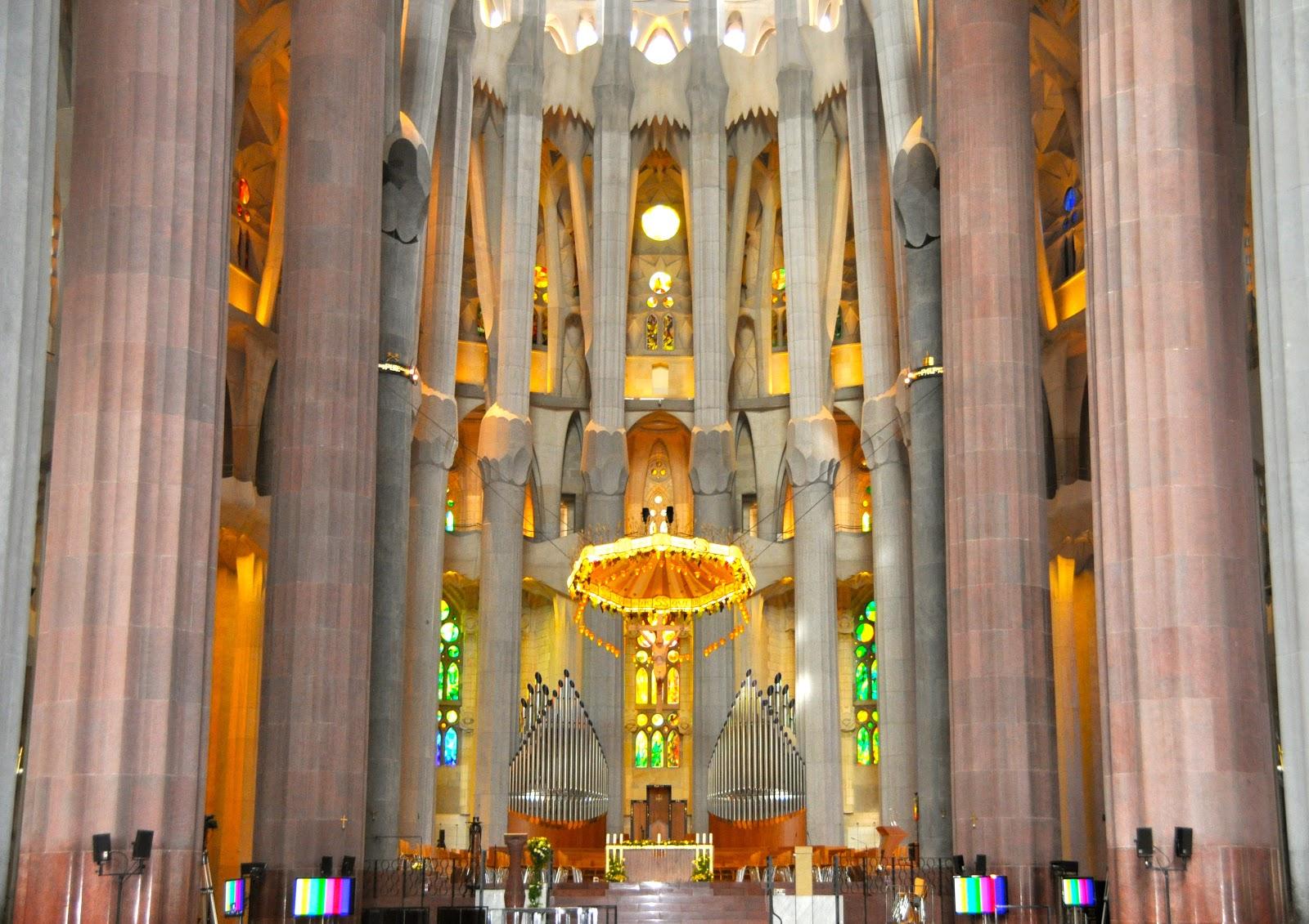 Karensfavoritephotos the interior of the sagrada familia - Sagrada familia interieur ...