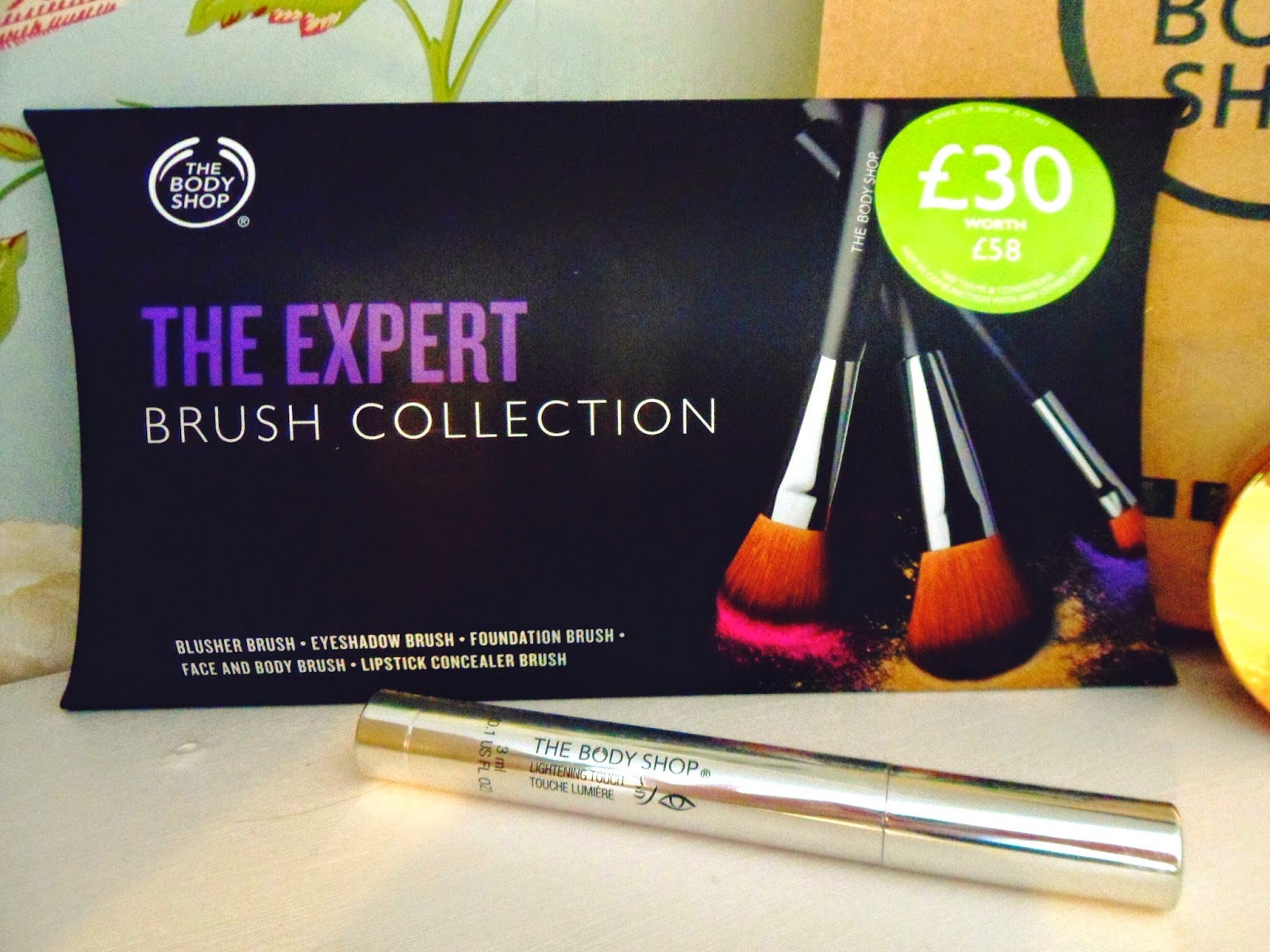 the body shop, lbloggers, bbloggers, beauty bloggers, fbloggers, fashion bloggers, make up, makeup brushes, motd, makeup of the day, blusher, highlighter, lipstick,