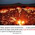 """Cratera chamada """"porta do inferno"""" pega fogo há mais de 40 anos"""
