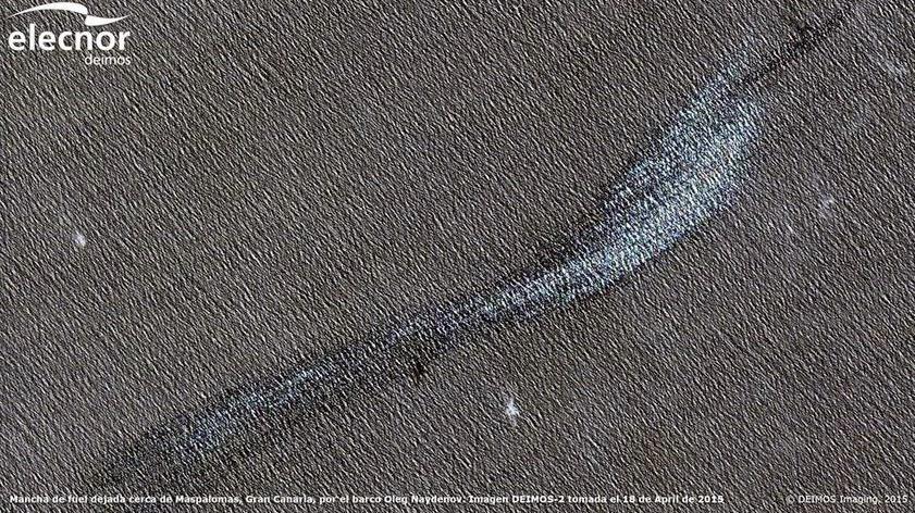 fotos satelite mancha fuel sur gran canaria de barco ruso