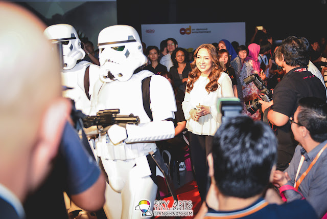 Dato Rohana Rozhan escorted by Starwars Troop during Astro OD Launch Gambit