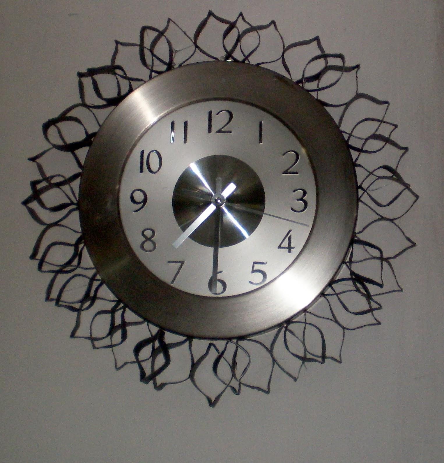 PROYECTOS DE CADA DÍA: Reloj con marco de aros de tubos de papel