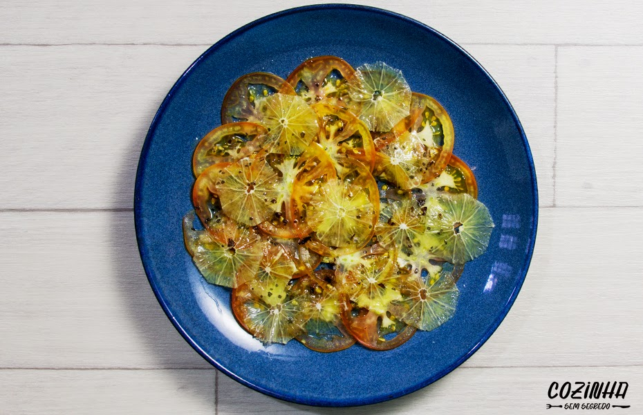Carpaccio de tomate e frutas cítricas