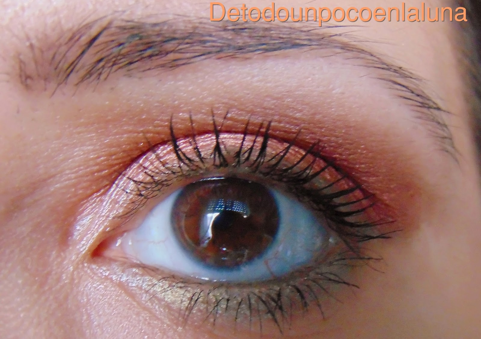 Look en tonos rojizos paleta Marionnaud