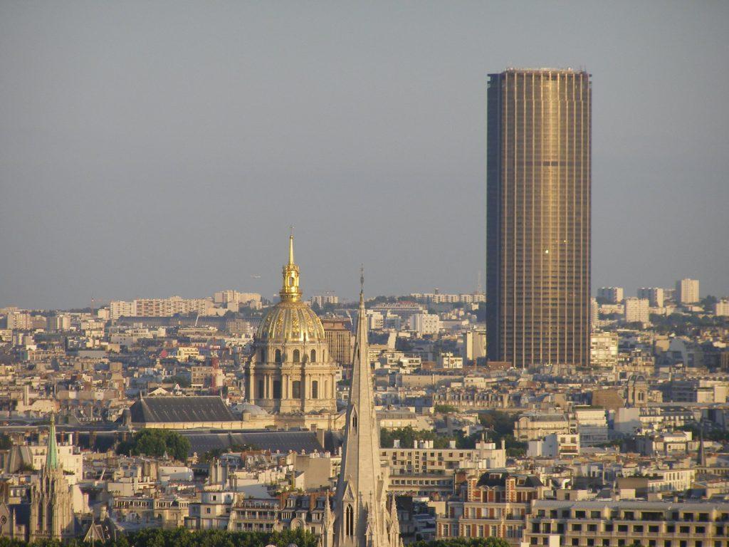Paris la tour eiffel and montmartre beautiful places of for Tour de barcelona a paris