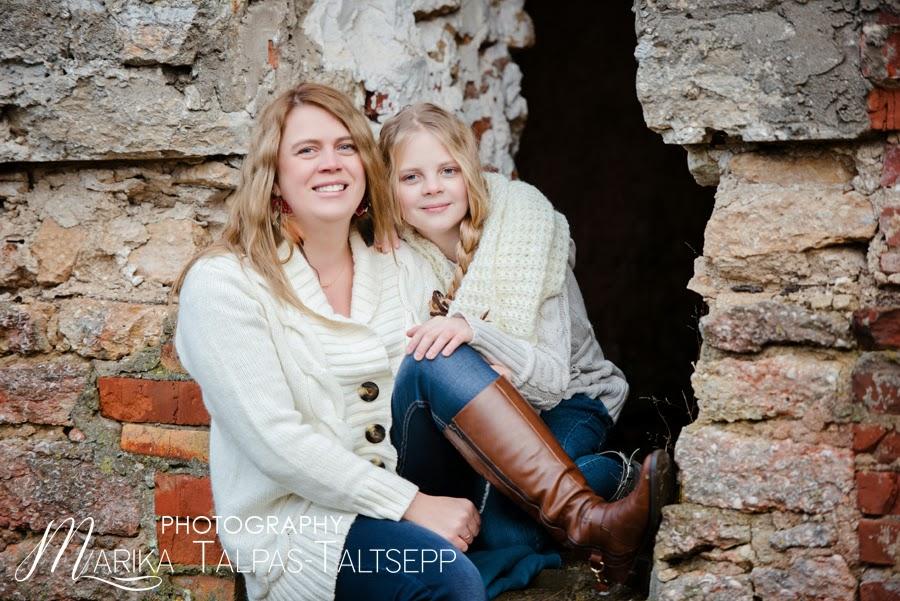ema ja tütar-õues