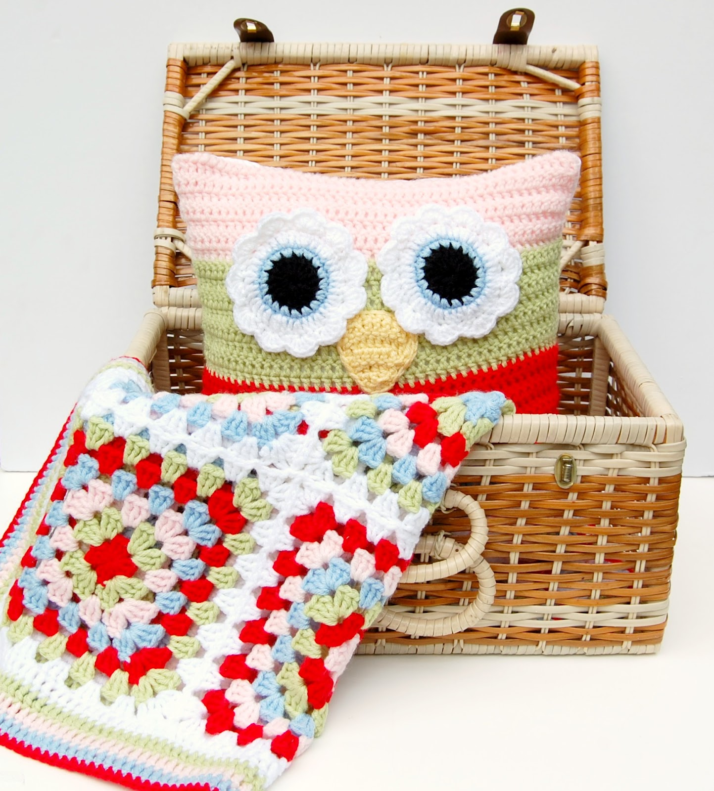 Free Crochet Owl Cushion Pillow Pattern : hopscotch lane: Matching Crochet Blanket and Owl Pillow