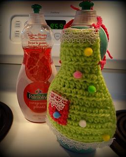 http://www.niftynnifer.com/2014/03/dish-soap-apron-free-crochet-pattern-by.html