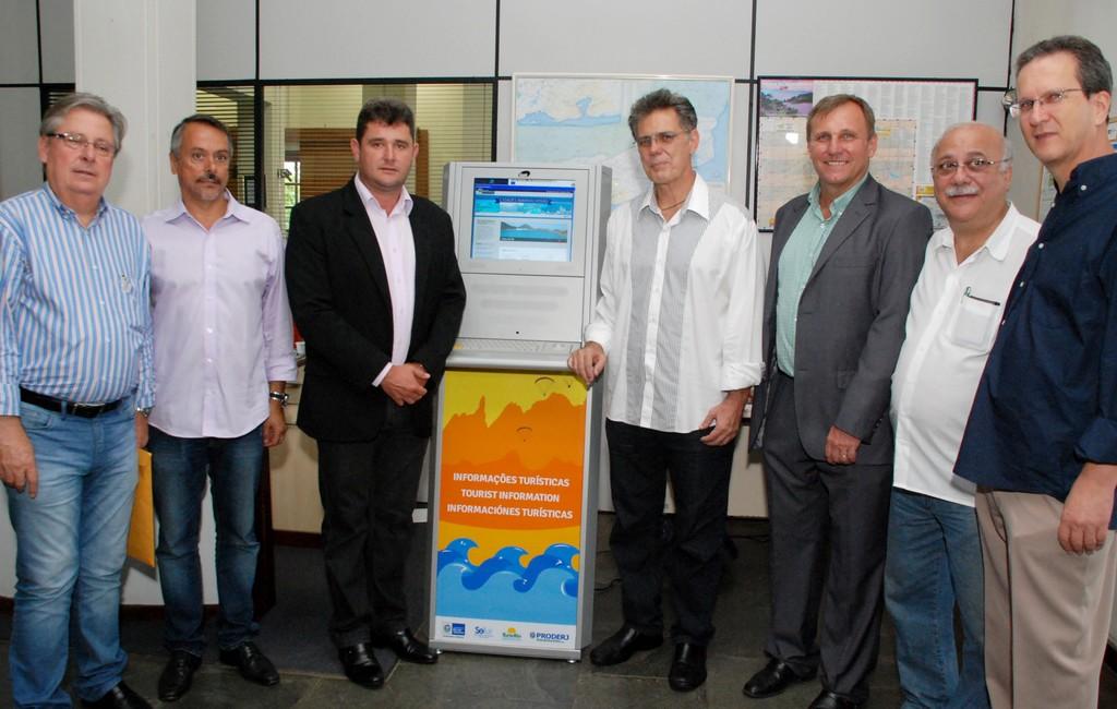 Teresópolis ganha tótem digital de informações turísticas. Instalado na sede da Secretaria de Turismo, no Soberbo, equipamento estará disponível todos os dias