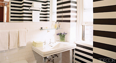 listra preta e branca em banheiro