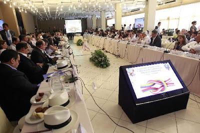 Presidente del Consejo de Ministros Óscar Valdés y el canciller de la república del Ecuador Ricardo Patiño, encabezan la reunión del Gabinete Binacional en la ciudad de Chiclayo.