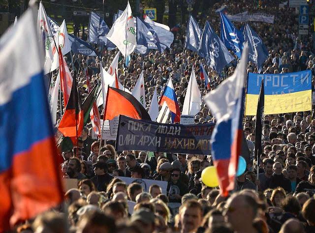 Dezenas de milhares de russos protestaram em Moscou  contra a guerra na Ucrânia e contra as mentiras de Putin