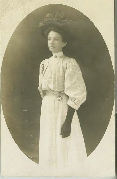Myrtle Woten as Young Woman