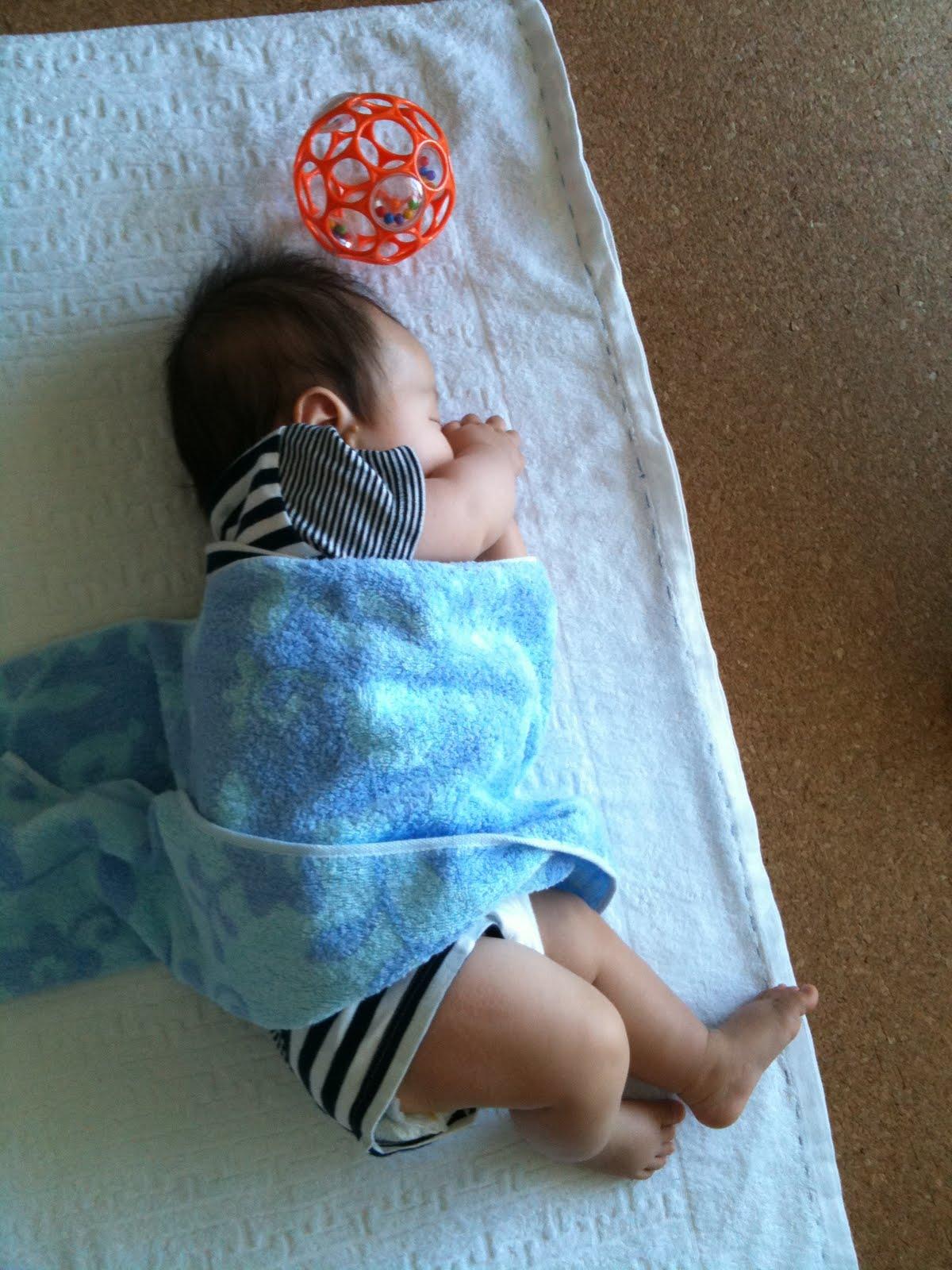 赤ちゃん 横向き 寝