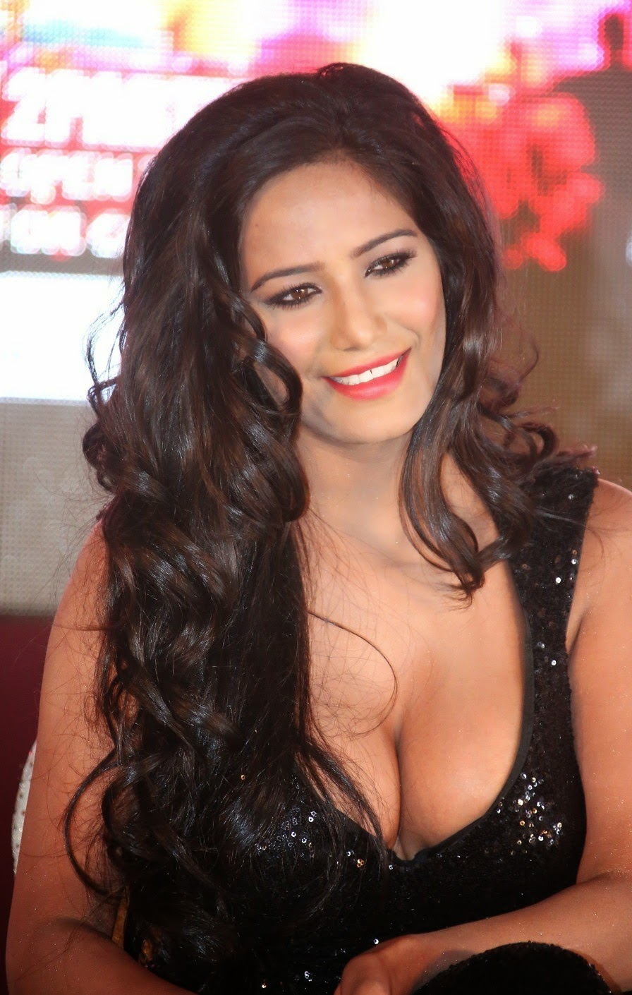 Poonam Pandey Latest Glamorous Hot Photos - AtozCineGallery