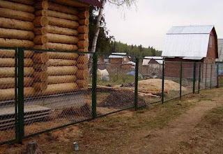 Забор из сетки-рабицы в рамке. Фото 4