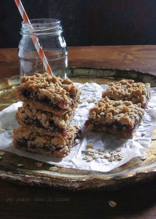 Raspberry Oatmeal-Cinnamon Bars | une gamine dans la cuisine