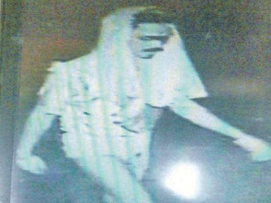 Awas - Lelaki Separuh Bogel Mengganas Cari Anak Dara