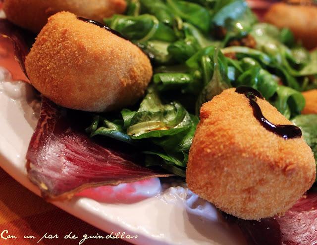 ensalada-canonigos-cecina-camembert-kikos