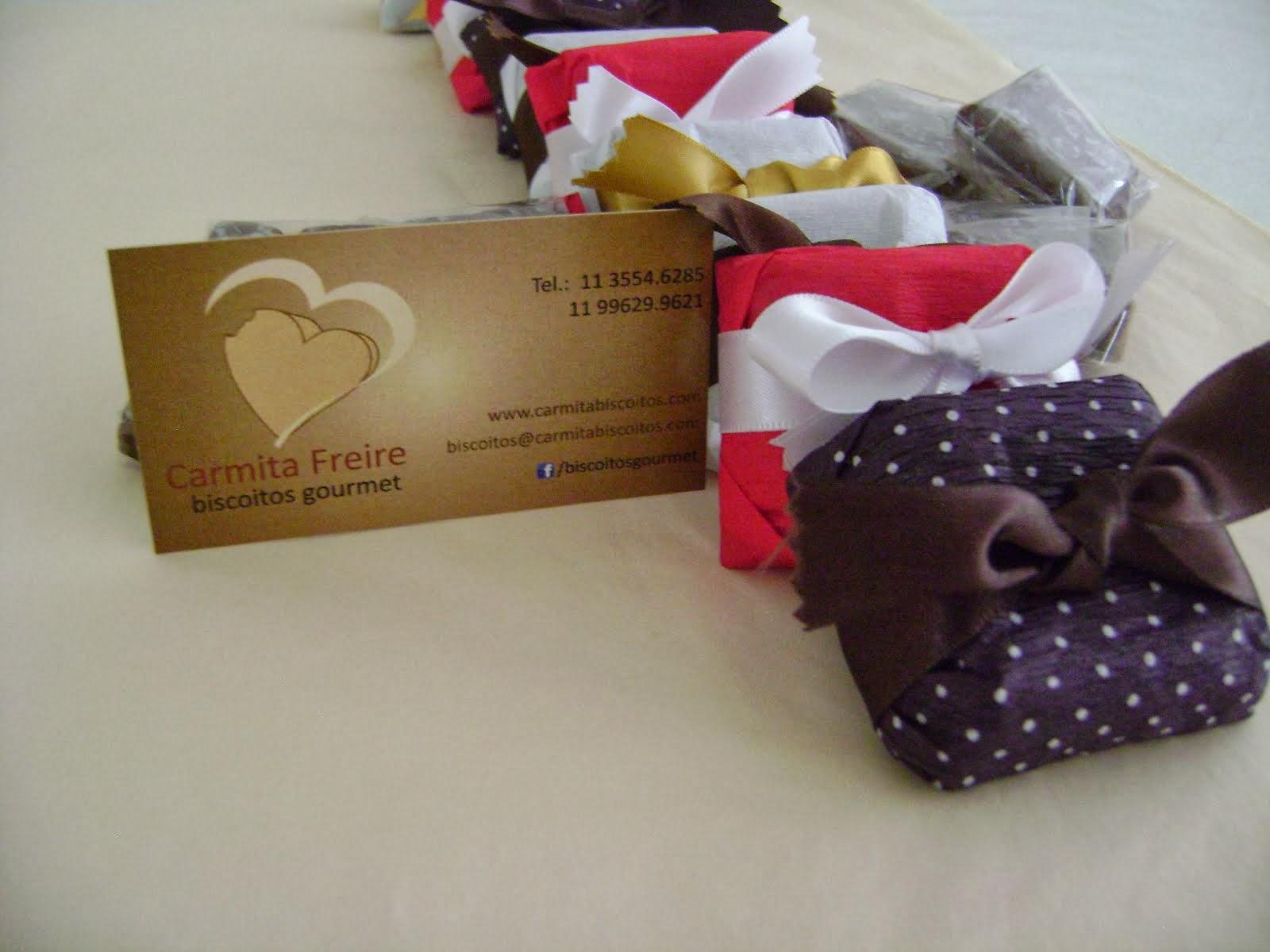 Lançamento : Chocolatinho! para comer a qualquer hora , embrulhados em papel crepom colorido.