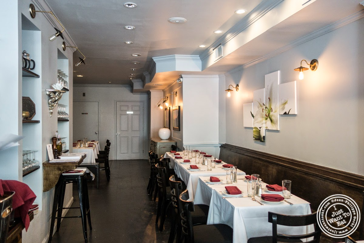 image of dining room at Frere de Lys, French restaurant on the Upper East Side, NY